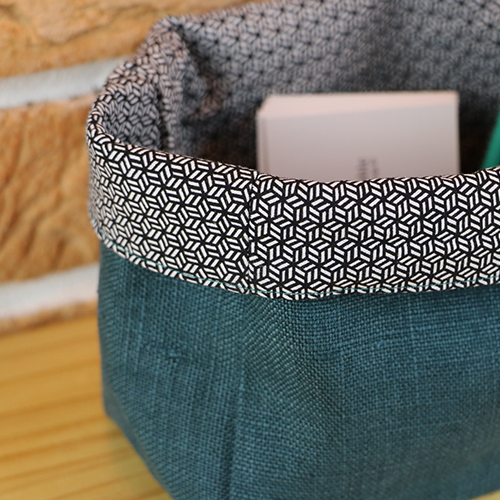 Panière verte aux motifs graphiques en tissu de recu