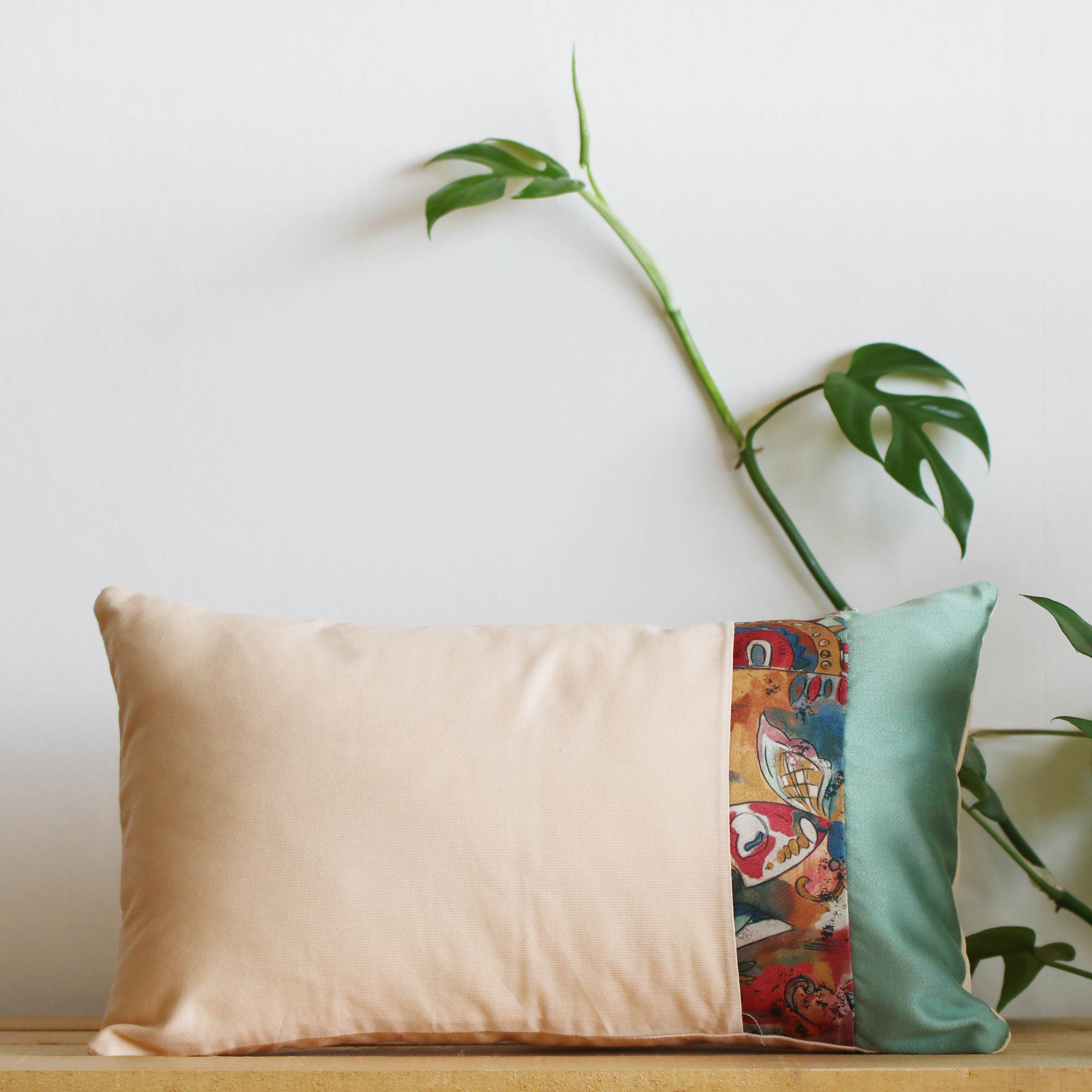 Coussin upcycling fait main Folklore